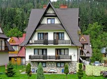 Schönes Landhaus. Stockfoto