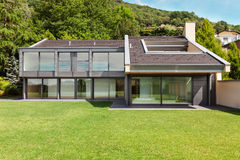 Schönes Landhaus, im Freien Stockbild