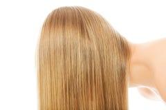 Schönes langes blondes Haar, lokalisiert auf Weiß Lizenzfreies Stockbild