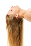 Schönes langes blondes Haar, lokalisiert auf Weiß Lizenzfreie Stockfotografie