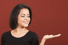 Schönes lateinisches Frauenlächeln Stockfotografie