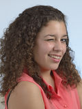 Schönes lateinisches Mädchenblinzeln Stockfotografie