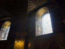 Schönes Licht in Aachen-Kathedrale lizenzfreies stockbild