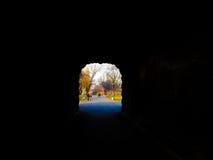 Schönes Licht am Ende des Tunnels Stockbild