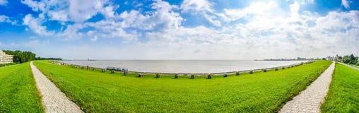 Schönes Long Beach mit typischen northsea beachchairs in Cuxhaven, Deutschland stockbilder