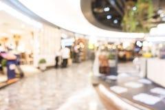 Schönes Luxuseinkaufszentrum der abstrakten Unschärfe und Einzelhandelsgeschäft Lizenzfreie Stockfotos