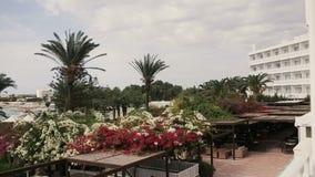 Schönes Luxushotel auf Zypern Sonniges Paradies stock video footage