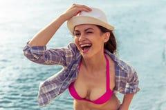 Schönes Mädchen auf dem Strand #6 Stockfotos