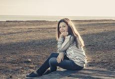 Schönes Mädchen auf dem Strand 2017 Stockfotografie