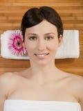 Schönes Mädchen auf einem Badekurort Stockfotografie