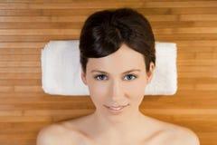 Schönes Mädchen auf einem Badekurort Stockfotos