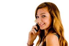 Schönes Mädchen auf Mobiltelefon stockfoto