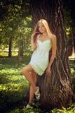 Schönes Mädchen auf Natur Lizenzfreies Stockfoto