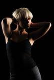 Schönes Mädchen auf schwarzem Hintergrundportrait Stockbilder