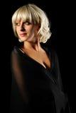 Schönes Mädchen auf schwarzem Hintergrundportrait Lizenzfreie Stockbilder