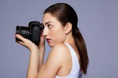 Schönes Mädchen, das ein Foto macht Stockbilder