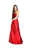 Schönes Mädchen, das langes rotes Kleid trägt Stockfotos