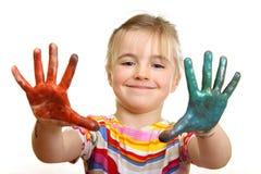 Schönes Mädchen, das mit Farben spielt Stockfotos