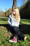 Schönes Mädchen, das Seite schaut Lizenzfreies Stockfoto