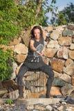 Schönes Mädchen, das shamanic Tanz in der Natur tut Lizenzfreie Stockbilder