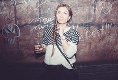 Schönes Mädchen, das Spaß hat Lizenzfreies Stockfoto