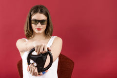 Schönes Mädchen, das Videospiel 3D spielt Stockbilder