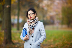 Schönes Mädchen in den Gläsern Lizenzfreies Stockbild