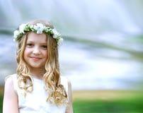 Schönes Mädchen der Erstkommunion lizenzfreies stockbild