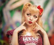 Schönes Mädchen in der Pin-up-Girl-Art Stockbilder
