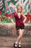 Schönes Mädchen in der Pin-up-Girl-Art Lizenzfreie Stockfotos