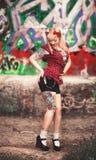 Schönes Mädchen in der Pin-up-Girl-Art Lizenzfreies Stockfoto