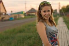 Schönes Mädchen in der schönen Stadt Stockfotos