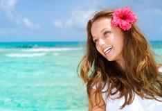 Schönes Mädchen in der tropischen Rücksortierung Stockbilder