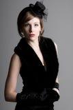 Schönes Mädchen in der Weinlese-Art-Kleidung Stockfotos