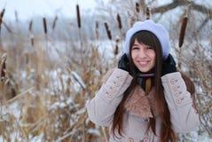 Schönes Mädchen der Winterportraits lizenzfreies stockbild