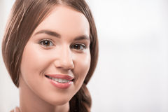 Schönes Mädchen drückt verschiedene Gefühle aus Lizenzfreies Stockfoto