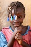 Schönes Mädchen in einem Elendsviertel in Accra, Ghana Lizenzfreie Stockfotos