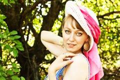 Schönes Mädchen in einem Hut Lizenzfreies Stockfoto