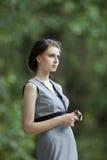 schönes Mädchen in einem im Freienschießen Lizenzfreies Stockfoto