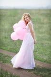Schönes Mädchen in einem Kleid Stockbilder