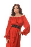 Schönes Mädchen in einem roten Kleid auf einem weißen Hintergrund. stockfoto