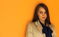Schönes Mädchen in einer schönen Stadt Lizenzfreie Stockfotografie