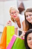 Schönes Mädchen-Einkaufen Stockbild
