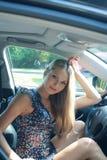 Schönes Mädchen für Fleischstück des Autos Stockfotografie