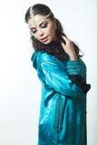 Schönes Mädchen im arabischen Bild mit hellem orientalischem Make-up Lizenzfreies Stockfoto