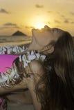 Schönes Mädchen im Bikini am Strand Lizenzfreies Stockbild
