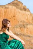 Schönes Mädchen im grünen Kleid Stockfotos
