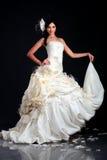 Schönes Mädchen im Hochzeitskleid Stockbilder