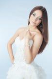 Schönes Mädchen im Hochzeitskleid Lizenzfreie Stockfotos