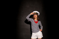 Schönes Mädchen im Kappenporträt stockfoto